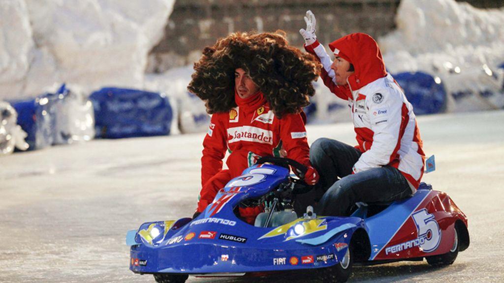 Fernando Alonso, melena al viento para recordar a Simoncelli