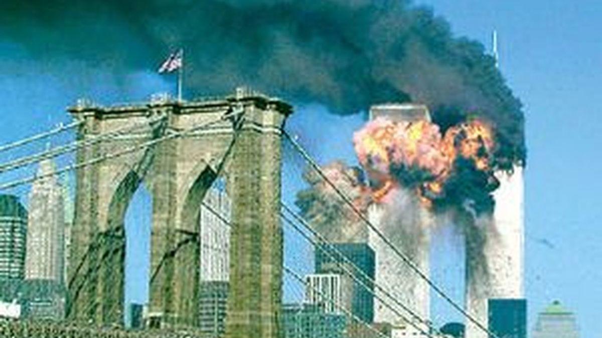 Las Torres Gemelas se conviertieron en una bola de fuego tras el segundo impacto. Foto: Reuters
