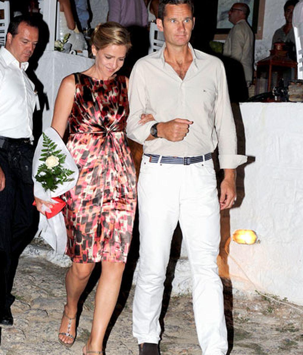 Comida griega, rosas blancas y un paseo en yate: las imágenes del reencuentro real