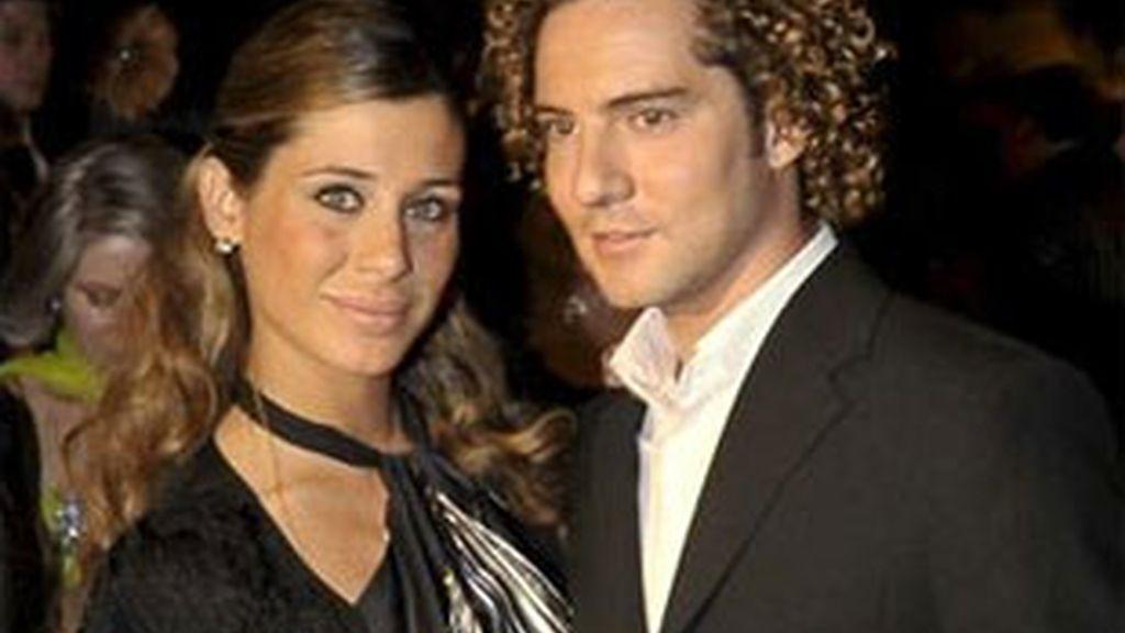 Imagen de archivo del cantante David Bisbal y su novia, Elena Tablada. Foto: EFE.