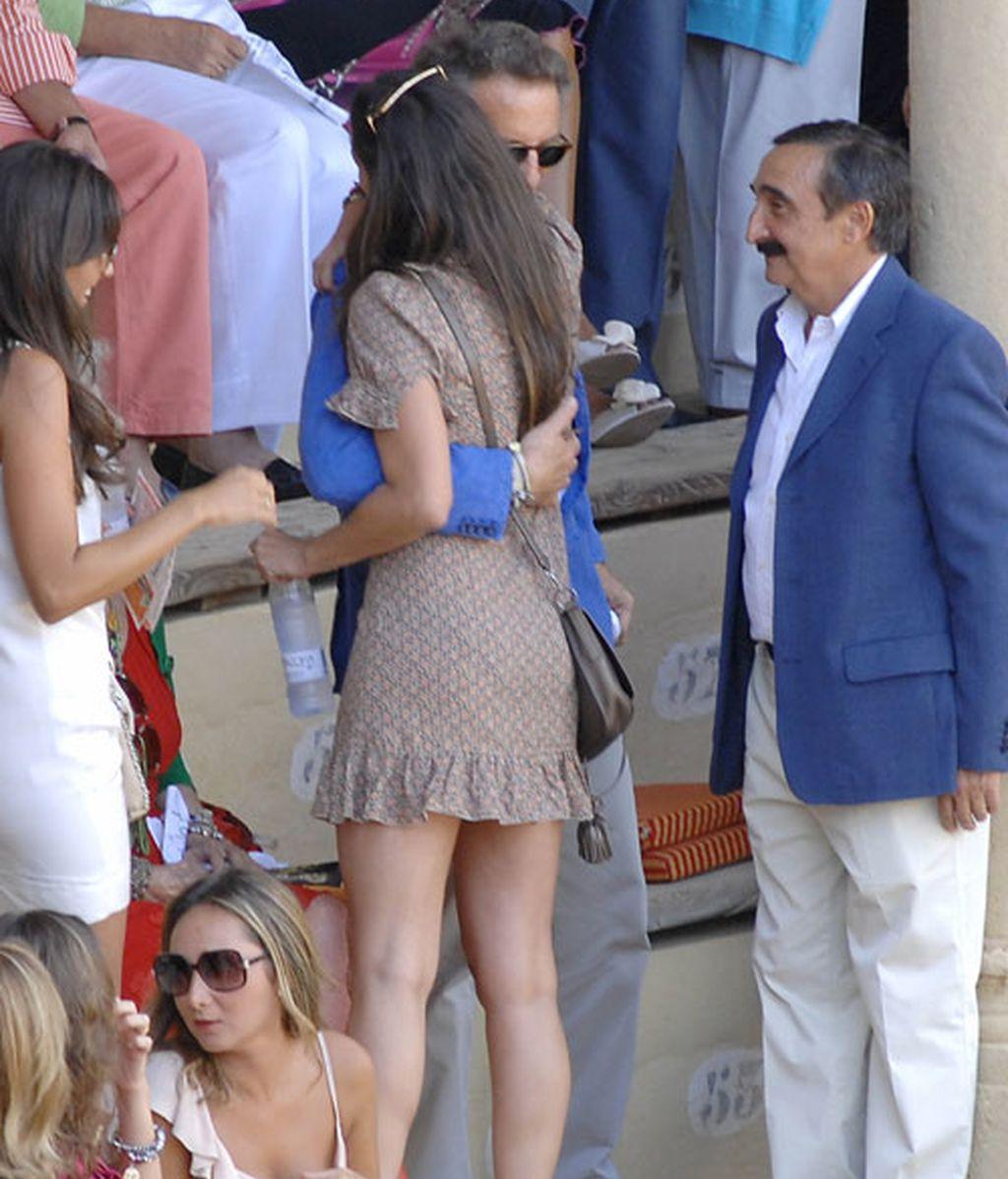 Fran Rivera lleva a su novia a Ronda y Cayetana intima con Eva González