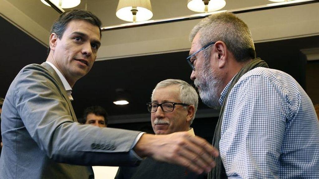 El líder del PSOE con los secretarios generales de UGT y CCOO