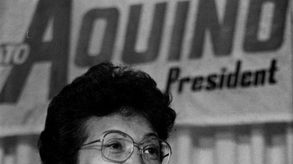 Corazón Aquino gana las elecciones