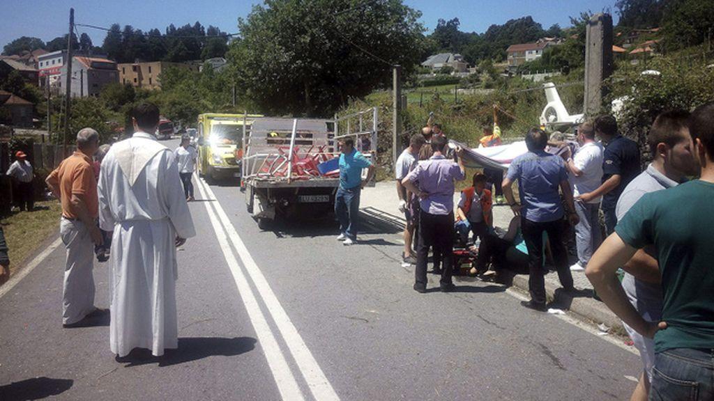 Siete heridos al explotar material pirotécnico en un camión en una romería en Pontevedra