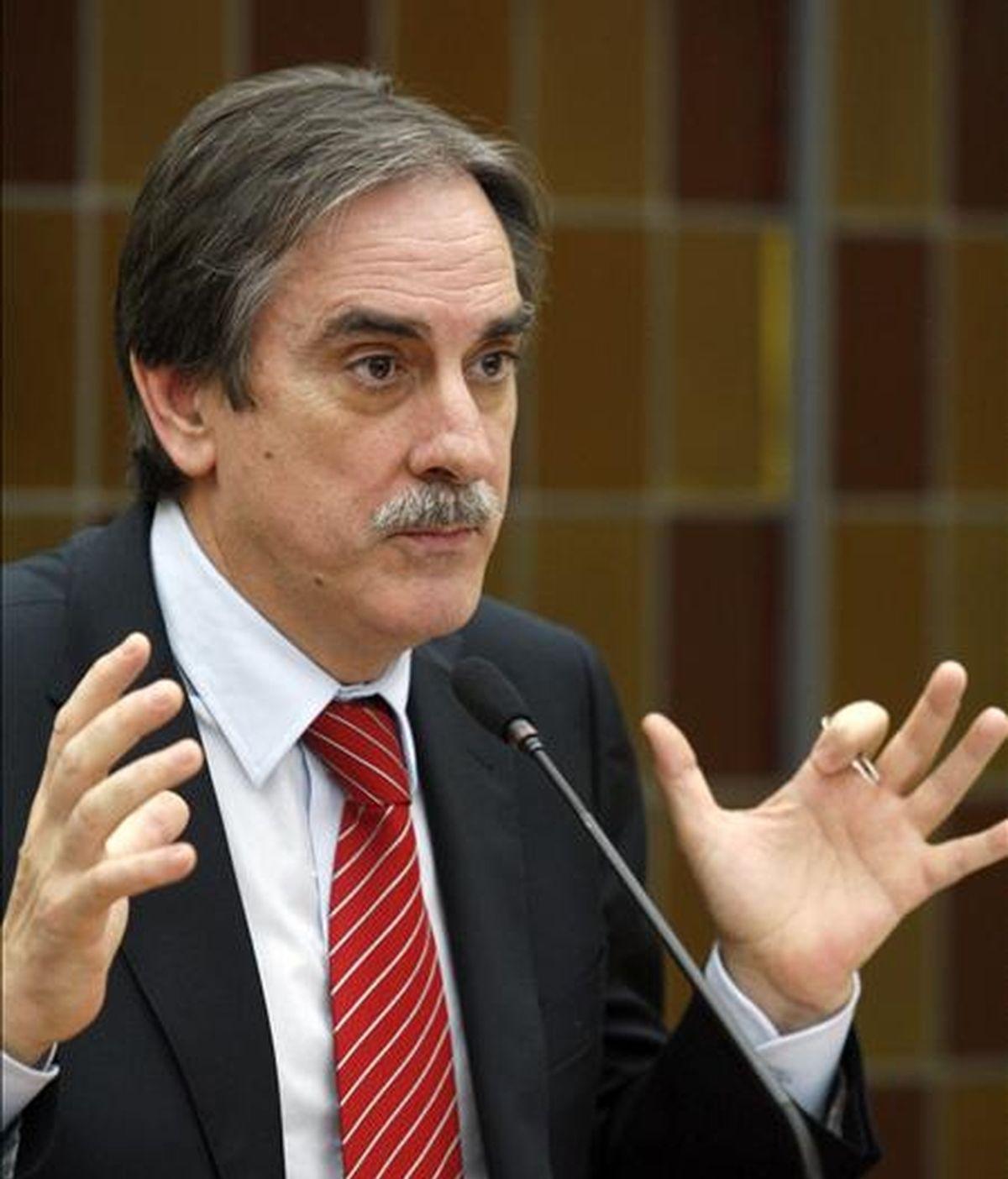 El ministro de Trabajo e Inmigración, Valeriano Gómez, durante una rueda de prensa. EFE/Archivo