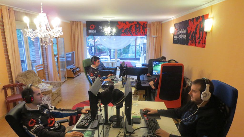 EG, gaming house, Giants,