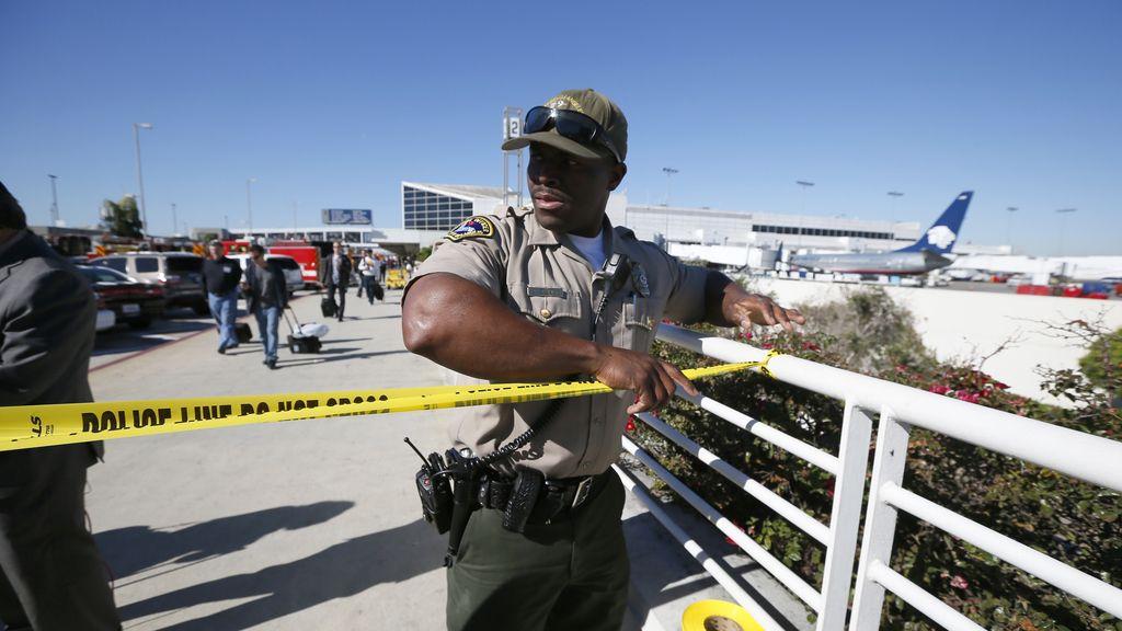 Un muerto y varios heridos en un tiroteo en el aeropuerto de Los Angeles