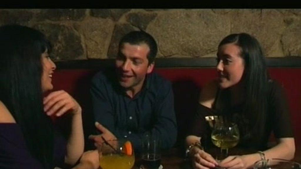 Eli e Ivana coquetean por primera vez con Santi
