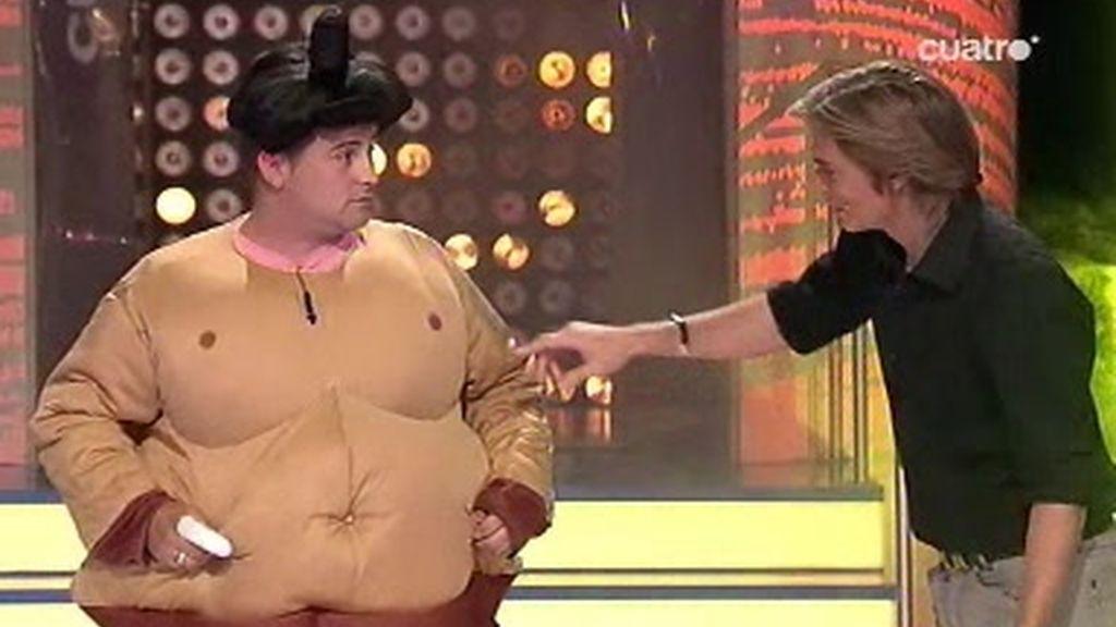 El luchador de sumo demostró lo inocente que es Carlos Baute