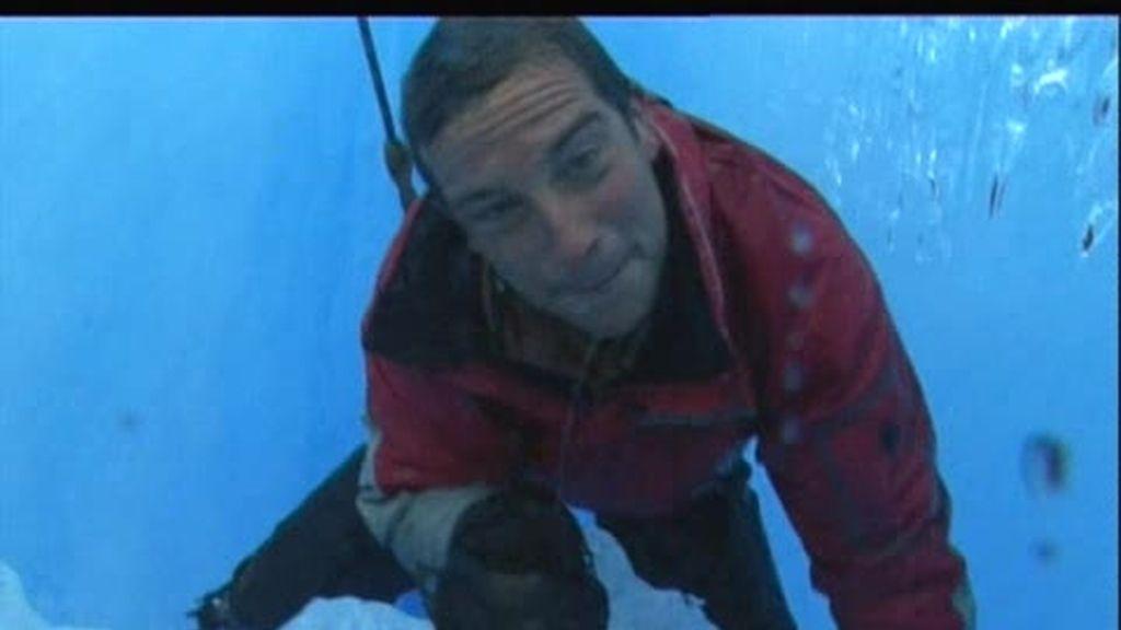 Patagonia: El último superviviente nos muestra cómo salir de una grieta de hielo
