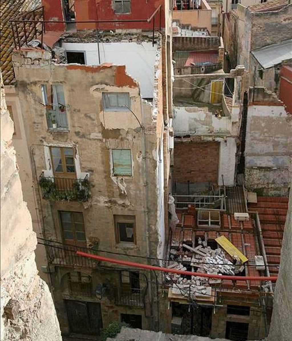 Un edificio de 4 plantas se derrumba