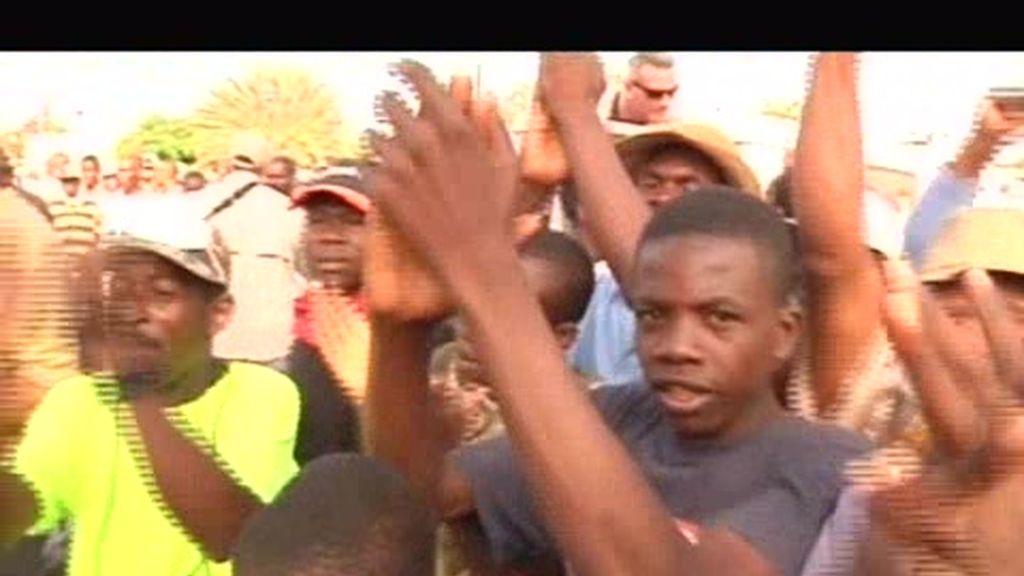 Tiembla Haití. Los haitianos se vuelcan con Obama