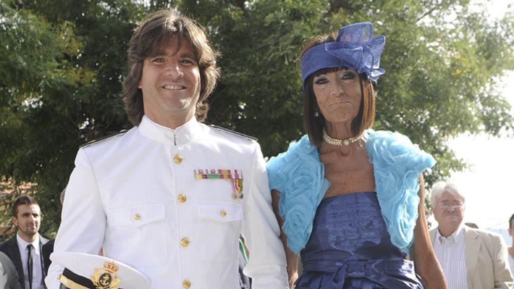El 'capitán 'Toño Sanchís llegó con su madre al altar