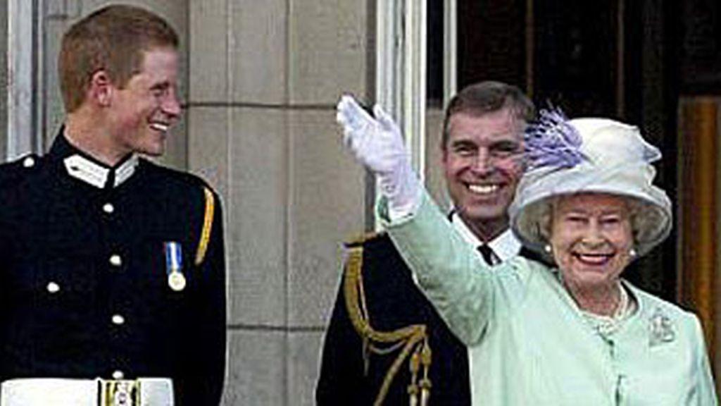 El príncipe Enrique y la reina Isabel II