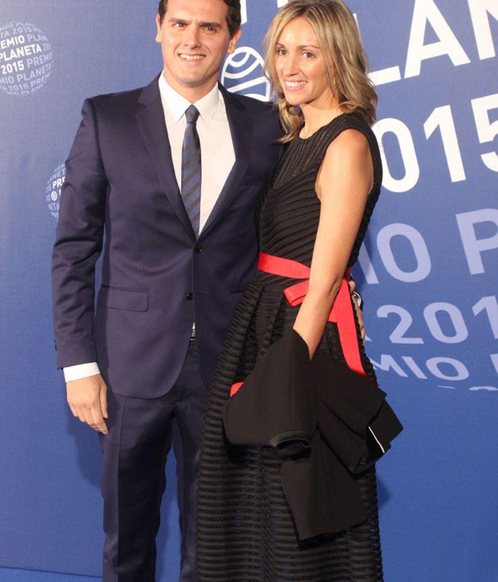 El líder de Ciudadanos, Albert Rivera, junto a su novia Beatriz