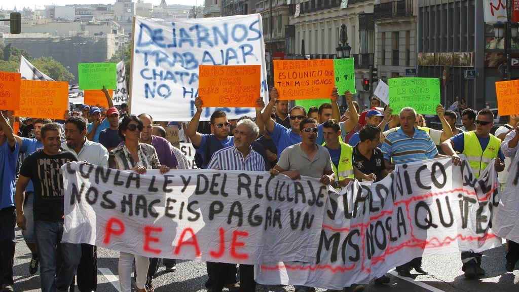 Los chatarreros se manifiestan por primera vez en España