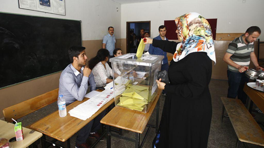 Turquía abre sus urnas para las elecciones parlamentarias
