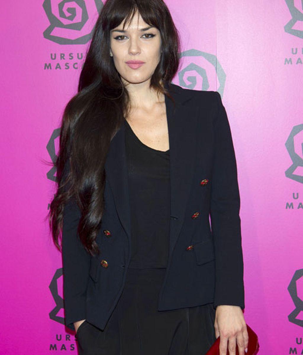 Sara Vega, hermana de Paz Vega, fue vestida de negro también