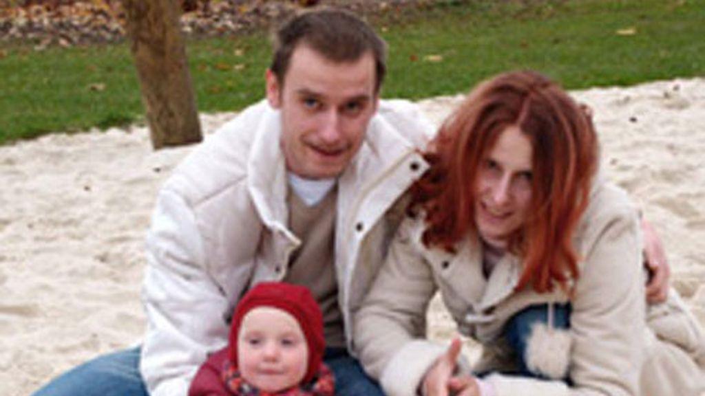 Los hermanos Patrick y Susan, con uno de los cuatro hijos que tienen en común y que ahora esperan recuperar