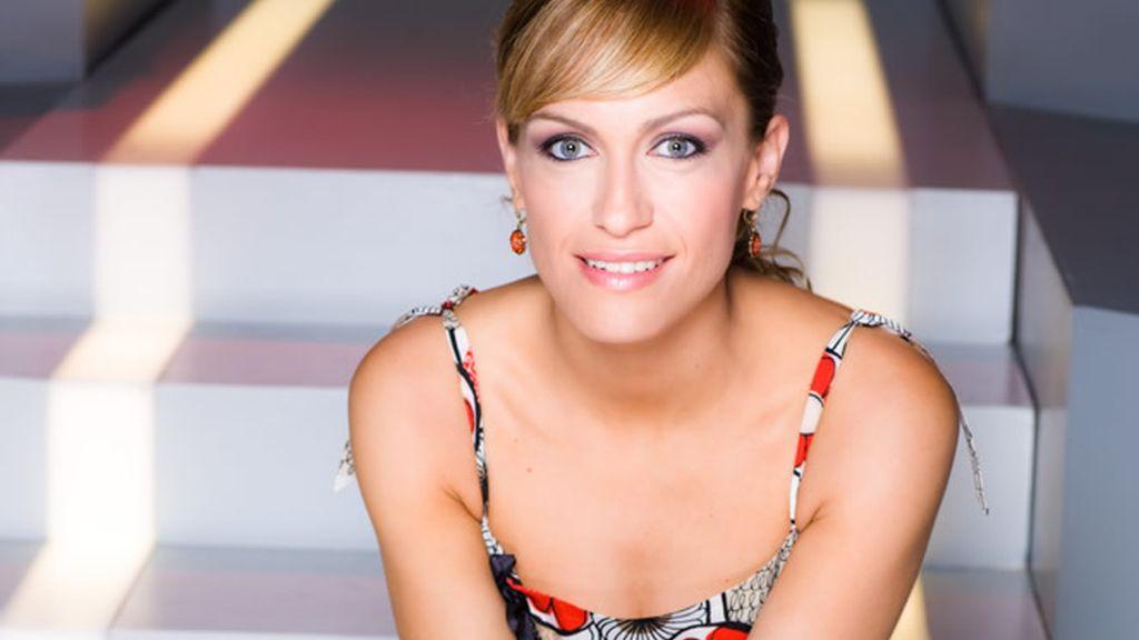 Luján Argüelles es la divertida presentadora de Password