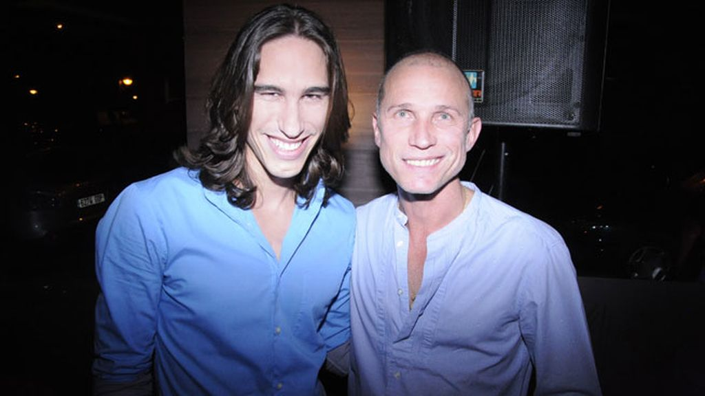 El modelo cubano David Alejandro y Peter Priede