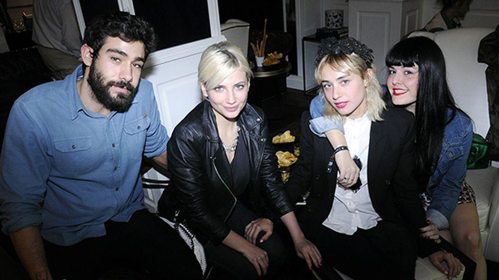Miriam Giovanelli y Miranda Makaroff celebrando el primer cumpleaños del Only You entre amigos