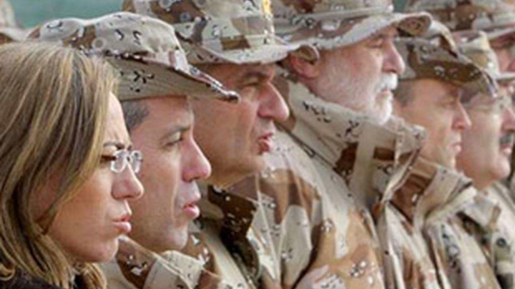 La retirada de Kosovo, ¿error político o estrategia para promocionar a Carmen Chacón?