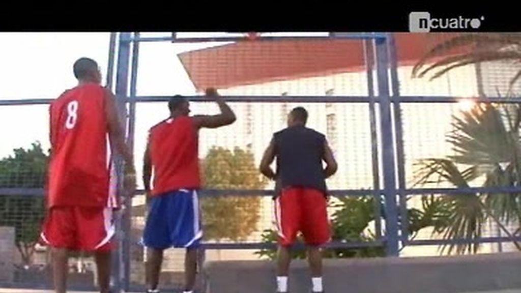 Los baloncestistas cubanos fugados en España, corren peligro