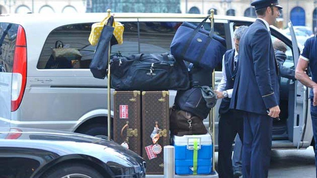 El equipaje de la cantante, en las puertas del hotel Ritz