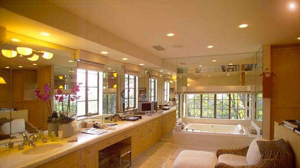 Sandra Bullock se compra una mansión con gimnasio, pista de tenis, piscina y minicine