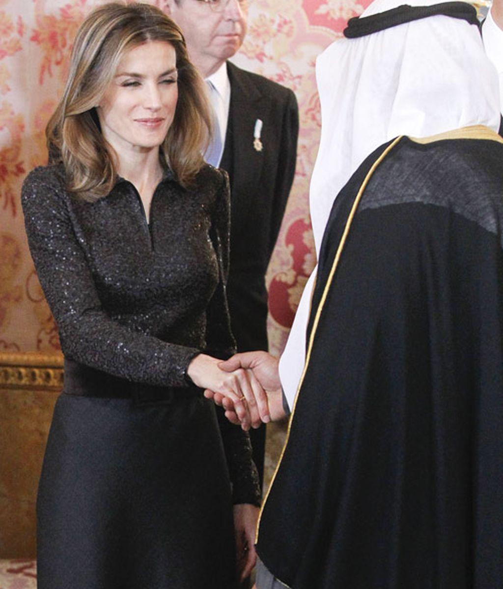 Letizia, de negro casi luto ¿y con peep-toe?
