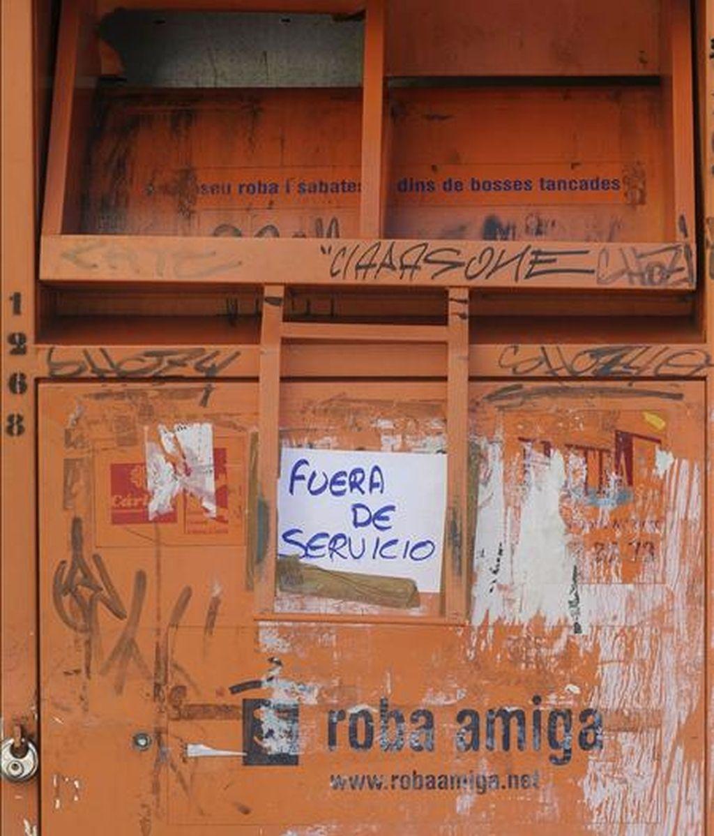 Un joven de 24 años, al parecer de nacionalidad eslovena, ha fallecido tras quedarse atrapado en un contenedor de recogida de ropa para los países del tercer mundo en Valencia. EFE