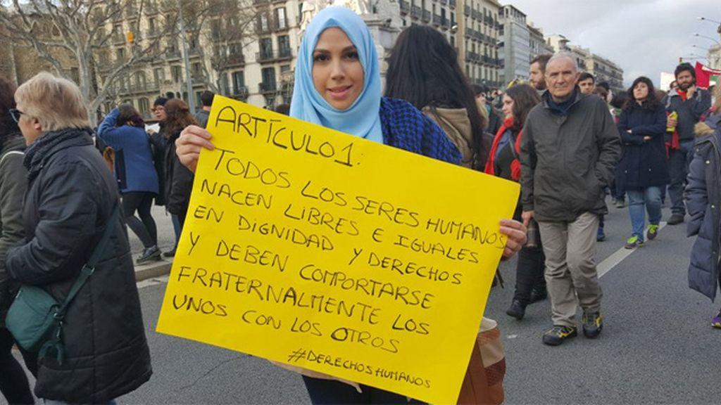 Miles de manifestantes en Barcelona a favor de la acogida de refugiados sirios