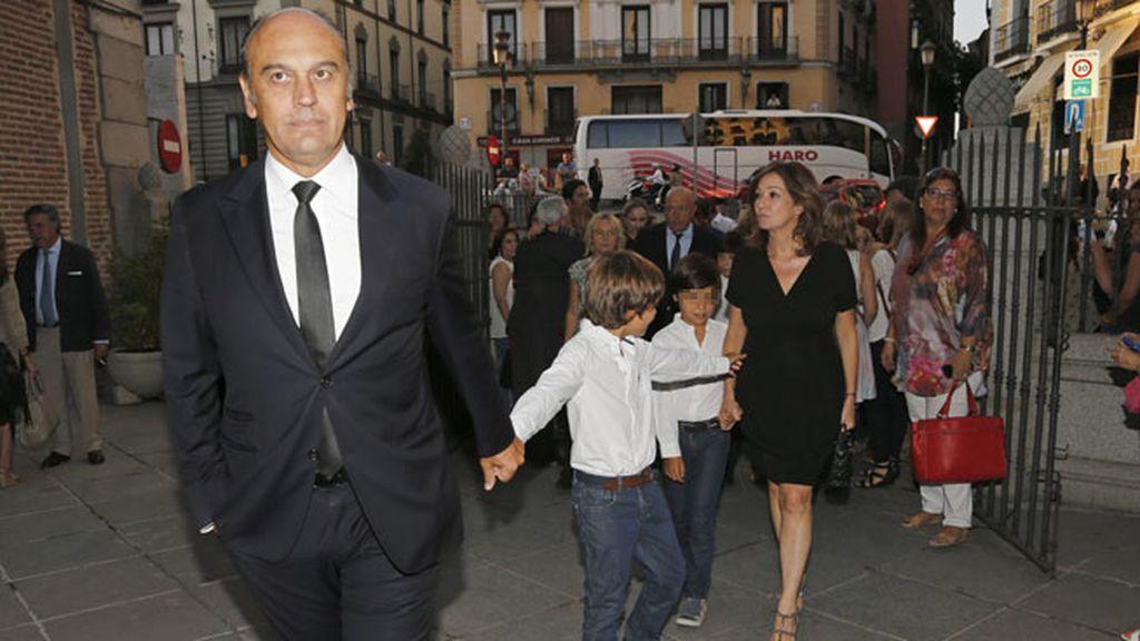Ana Rosa junto a su marido y sus mellizos