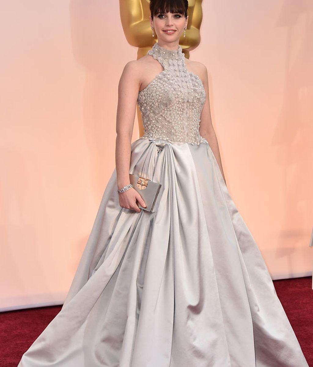 Felicity Jones vestida de Alexander McQueen