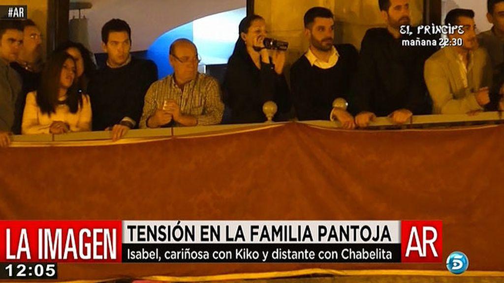Isabel Pantoja siguió la procesión al lado de Kiko y Anabel