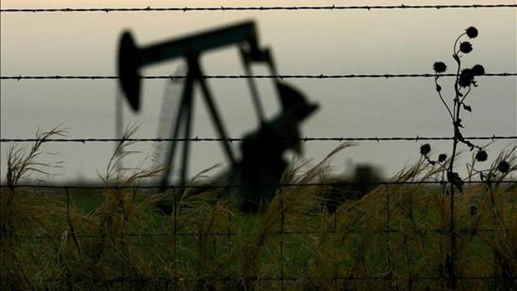 Imagen de un pozo de petróleo. EFE/Archivo