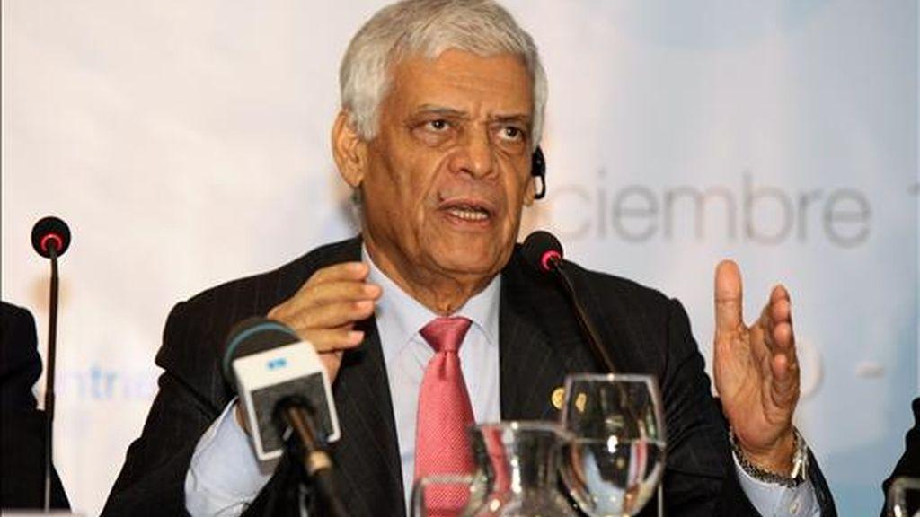 El secretario general de la OPEP, Abdalla Salem El-Badri, habla durante una rueda de prensa sobre la inauguración de la reunión ministerial de la Organización de Países Exportadores de Petróleo (OPEP), en Quito (Ecuador). EFE