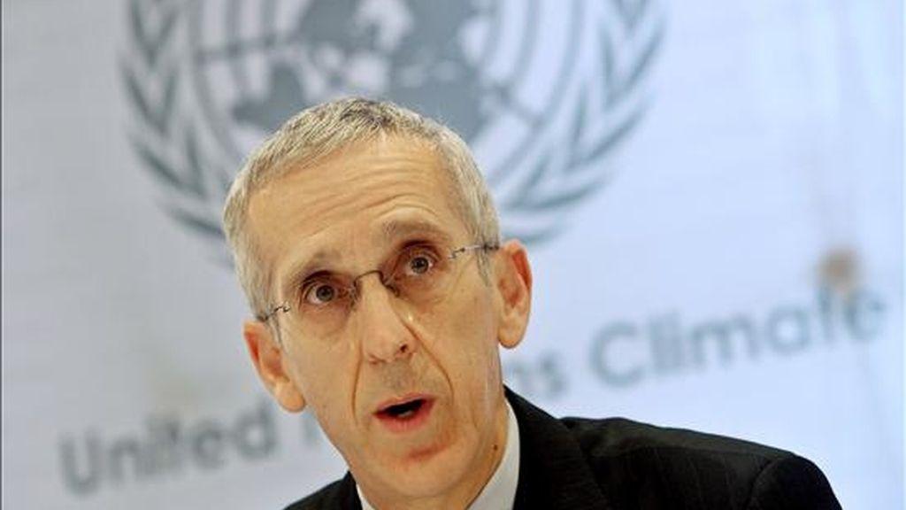 El enviado especial de Estados Unidos para el Cambio Climático, Todd Stern, interviene en las negociaciones para la conferencia sobre el cambio climático en Bonn, Alemania, hoy domingo 29 de marzo, en las que participan alrededor de 2.000 delegados de todo el mundo. EFE