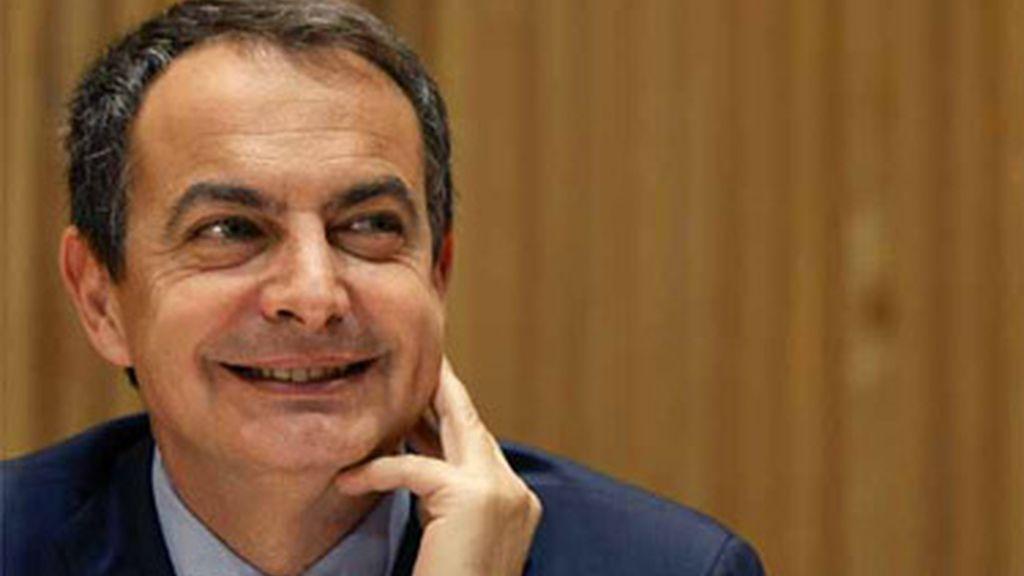 """Zapatero buscará """"grandes acuerdos"""" parlamentarios para reformar el mercado laboral, pensiones y Ley de Cajas"""