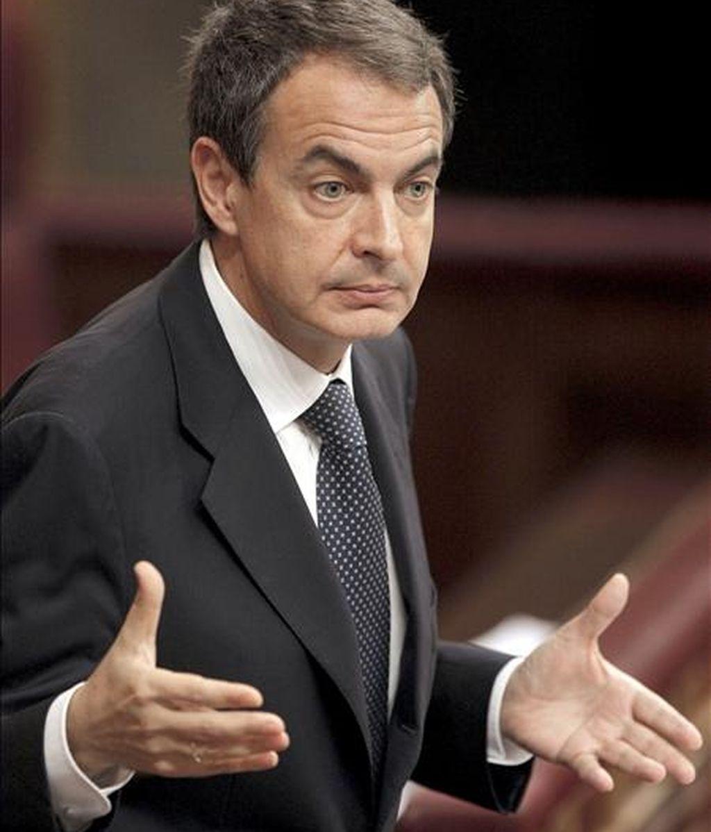 El presidente del Gobierno, José Luis Rodríguez Zapatero, durante una de sus intervenciones en el Congreso de los Diputados, donde ayer presentó la Estrategia para el Crecimiento Económico Sostenible. EFE