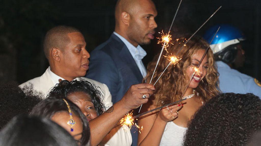 Beyoncé y Jay Z también se animaron a encender bengalas