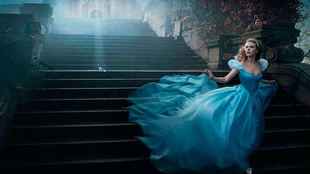 La actriz Scarlett Johansson se convierte en la Cenicienta