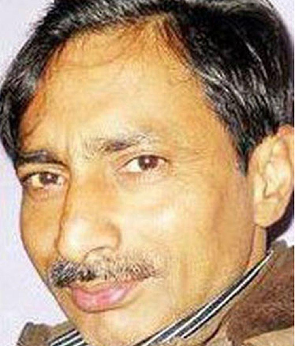 Periodista indio quemado vivo por criticar a un político en Facebook