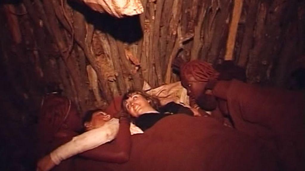 El matrimonio y las gemelas descubren dónde y cómo van a dormir