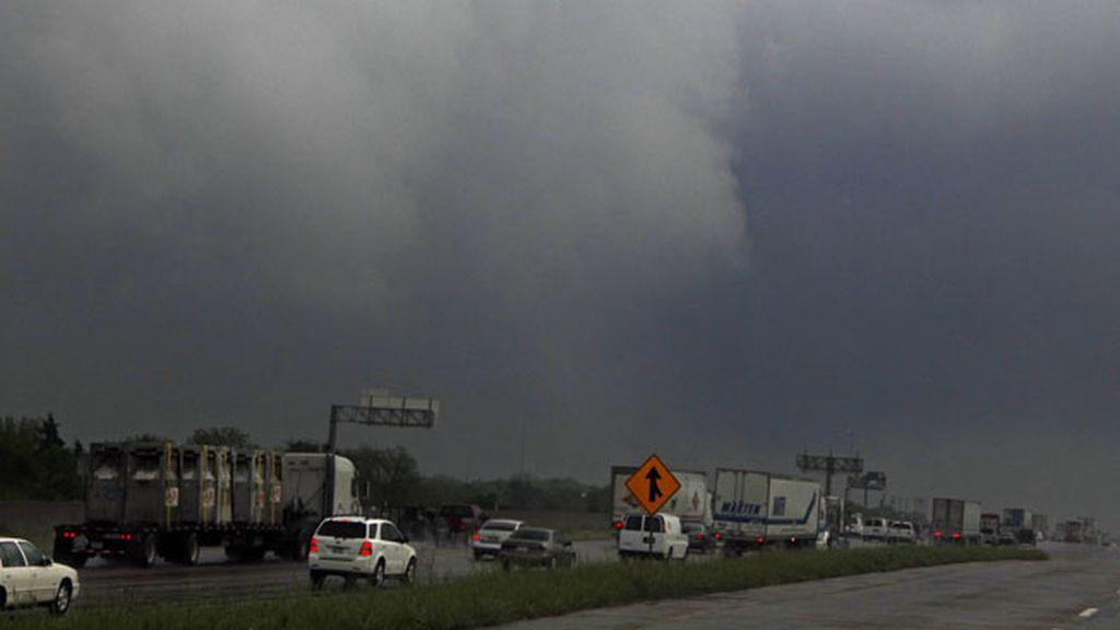Alerta en EEUU por los devastadores tornados
