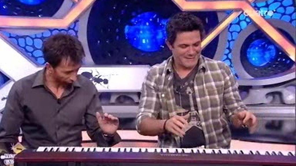 Pablo Motos y Alejandro Sanz se retratan tocando el piano
