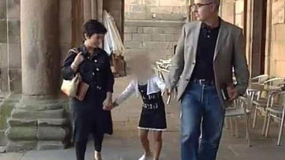 Los padres de Asunta con la pequeña en Santiago