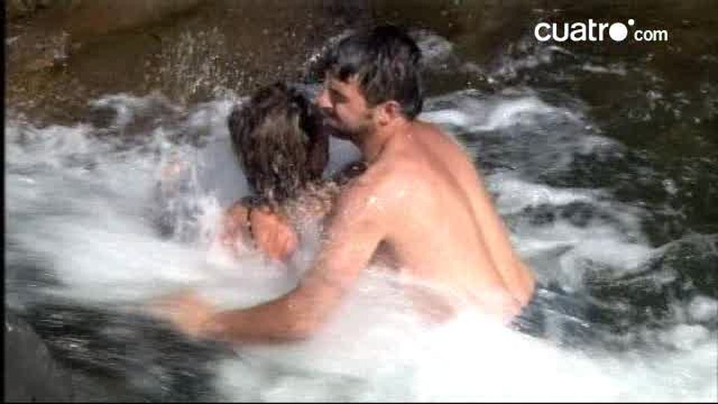 Silvia ataca a Julián ante la turbia mirada de Safita