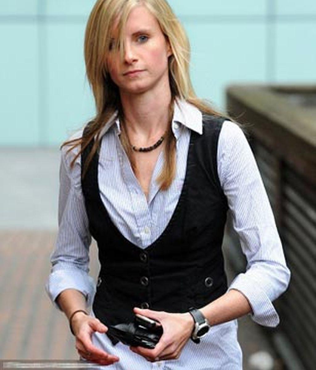 Helen Goddard a su llegada a la corte de Southwark Crown, donde fue condenada por mantener relaciones sexuales con una de sus alumnas menor de edad. Foto 'Daily Mail'